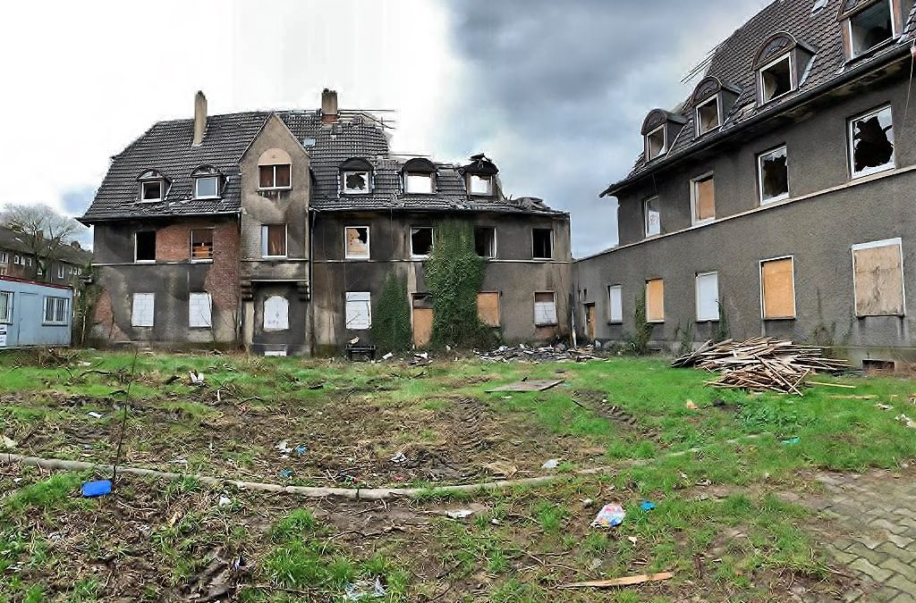 """Tagebuch (Teil 6) """"Abriss und Neubau Schlägel- und Eisen-Siedlung"""":Bald steht nicht mehr viel, der Abbruch schreitet voran. In der Woche auch Besuch von Bürgermeister Ulrich Roland und Berichterstattung im WDR Fernsehen."""